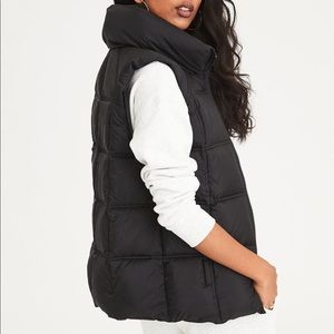 American Eagle Black Puffer Vest